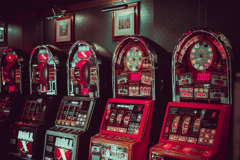Slot Machine i a Dark Room